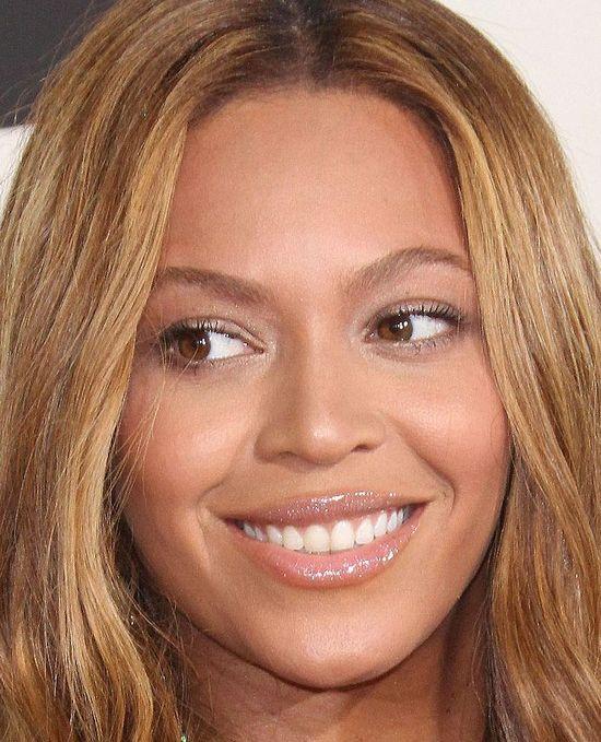 Beyonce, wymiary: 86-66-97 cm