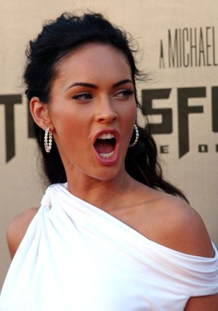 Megan Fox topless (VIDEO)