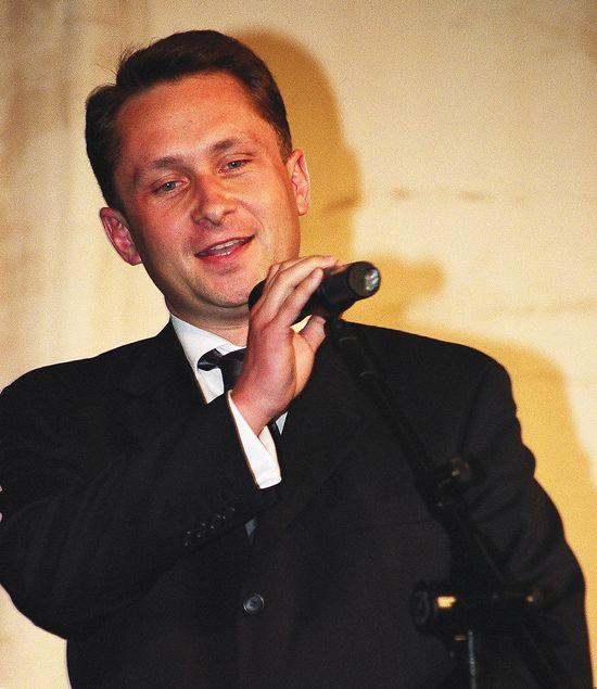 W latach 1994-2006 pracował jako dziennikarz Telewizji Polskiej, później wykupił go TVN, był redaktorem naczelnym Faktów
