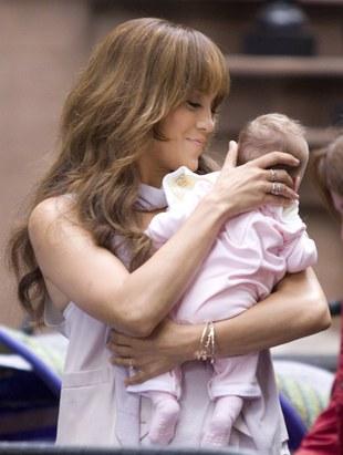 Jennifer Lopez z bobasem (FOTO)