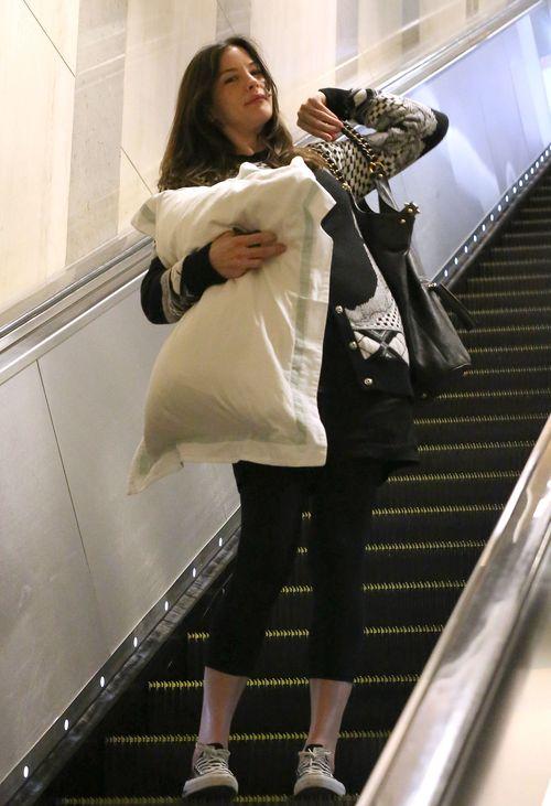 Kto podróżuje z taką wielką poduchą? (FOTO)
