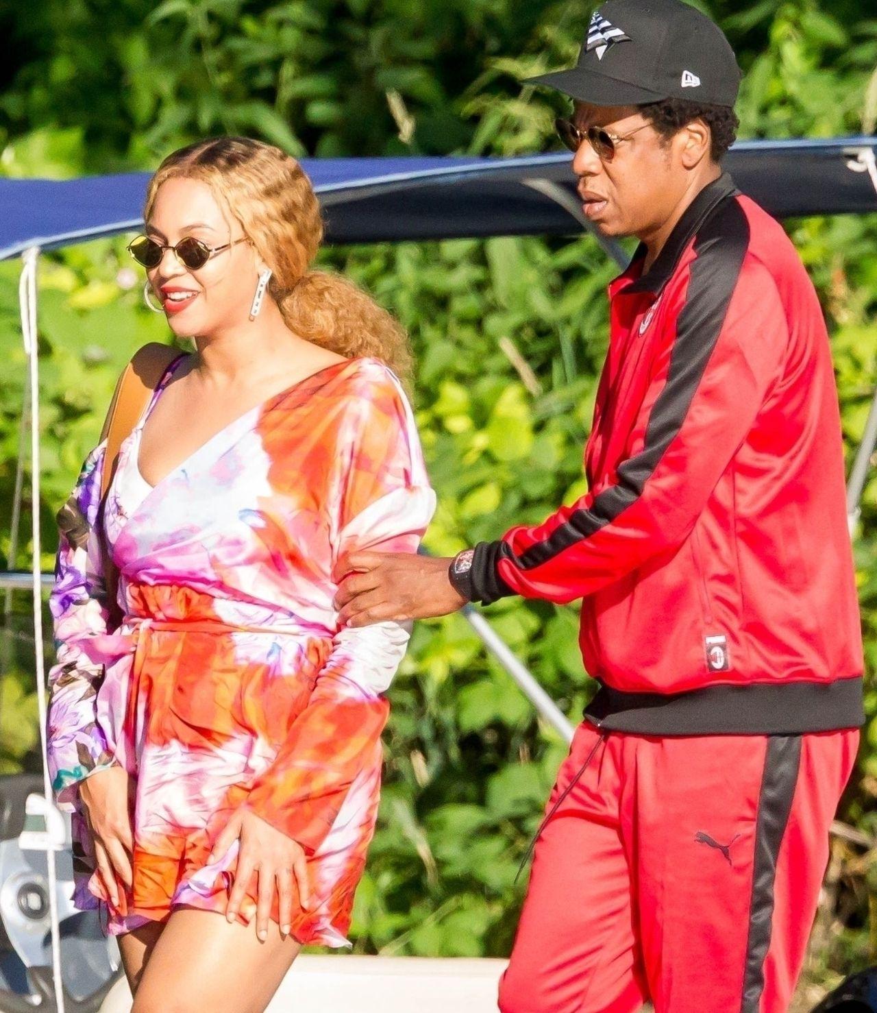 Jay Z pilnuje, by Beyonce nie poślizgnęła się w drodze na jacht