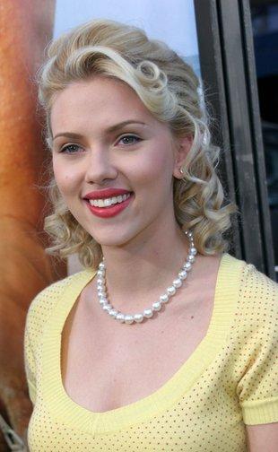 Scarlett Johansson w zmysłowym różu (FOTO)