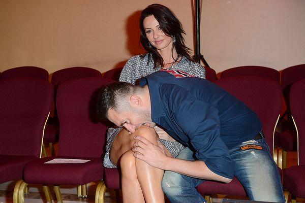 Kto się wgryzł w kolano tej pani? (FOTO)