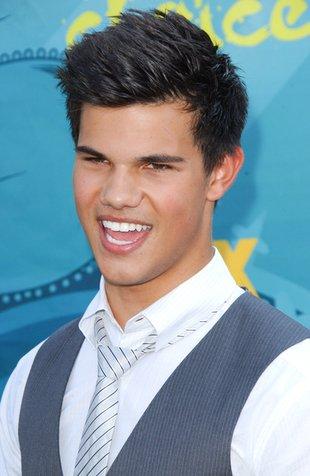 Taylor Lautner jest boski? (FOTO)