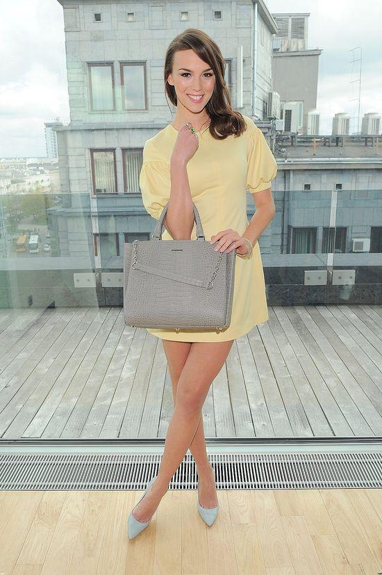 Paulina Krupińska w żółtej sukience