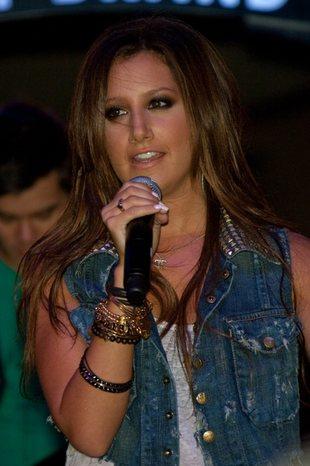Ashley Tisdale - rockowa dziewczyna (FOTO)