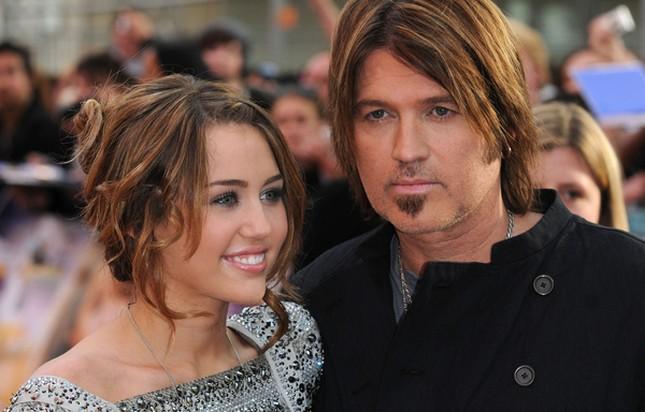 Ojciec Miley Cyrus o jej tańcu na rurze