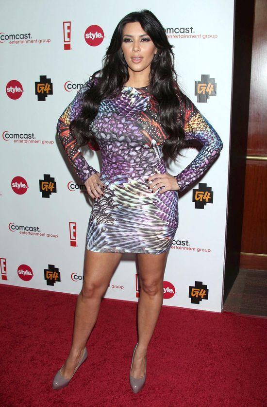 Kim Kardashian - fioletowa sukienka