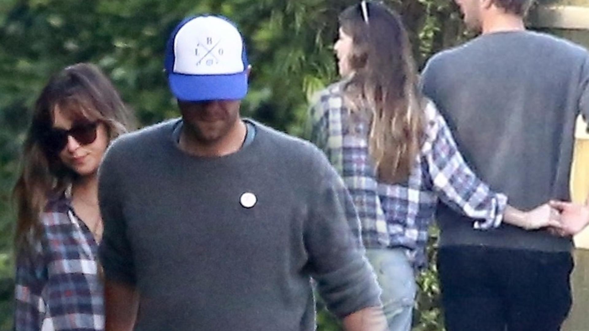 Dakota Johnson i Chris Martin przyłapani na czułościach (ZDJĘCIA)