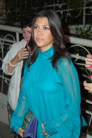 Facet Kourtney Kardashian flirtuje za jej plecami