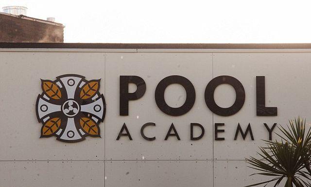 Polska nastolatka znaleziona martwa w angielskiej szkole! Zginęła przez RASIZM?