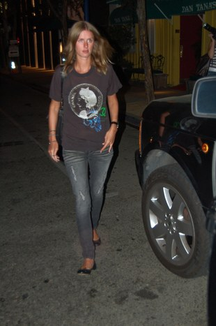 Nicky Hilton na luzie (FOTO)