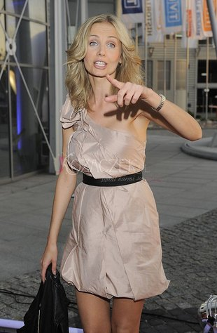 Agnieszka Szulim zapuszcza włosy (FOTO)