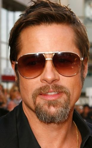 Brad Pitt w butach z monogramem