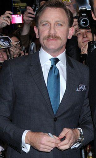 Wąsaty Daniel Craig (FOTO)