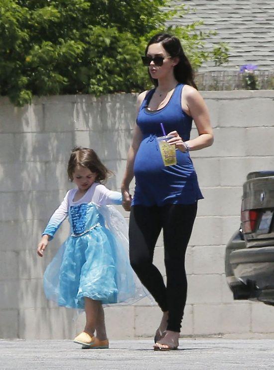 Wszystko, co musisz wiedzieć o trzecim dziecku Megan Fox