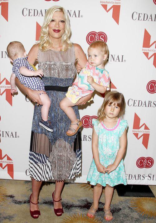 Tori Spelling ze swoją szczęśliwą czwóreczką (FOTO)