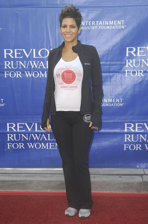 Halle Berry już pozuje z ciążowym brzuszkiem (FOTO)