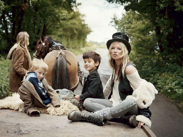 Kate Moss (znowu) pokazała pierś (FOTO)