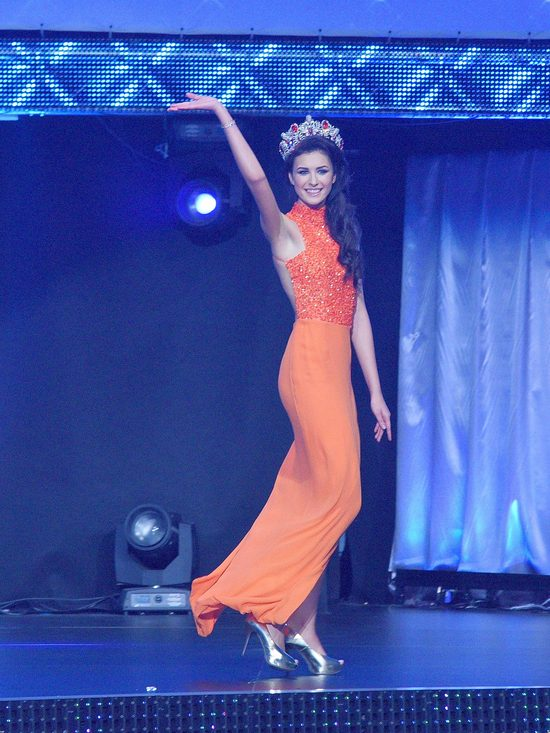 Ewa Mielnicka, Miss Polski 2014, jest wysok� brunetk�. Jej wymiary odpowiadaj� wymogom wybiegu dla modelek.