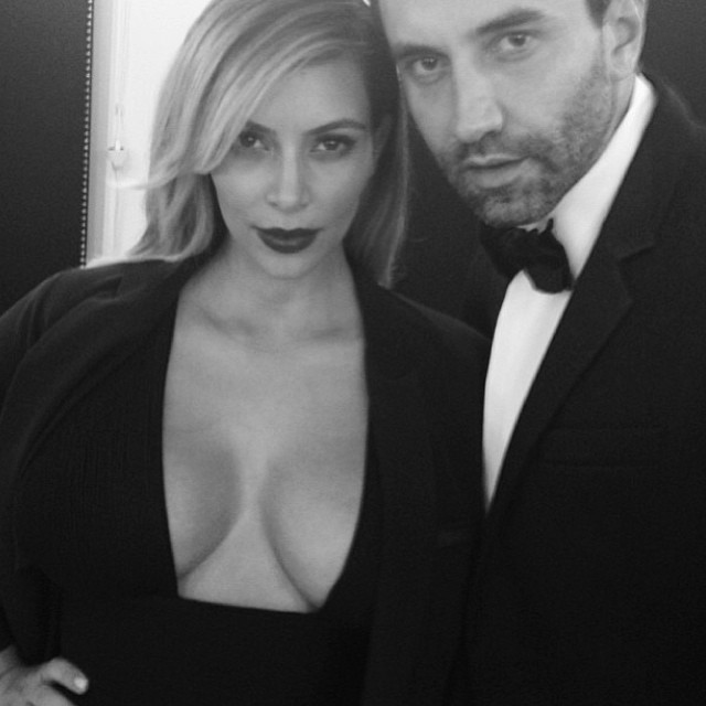 Kim Kardashian chwali się figurą na Instagramie (FOTO)