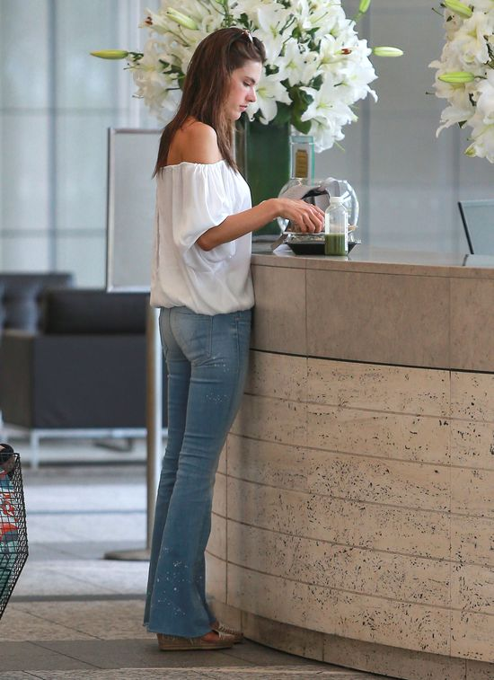 Alessandra Ambrosio, spodnie dzwony