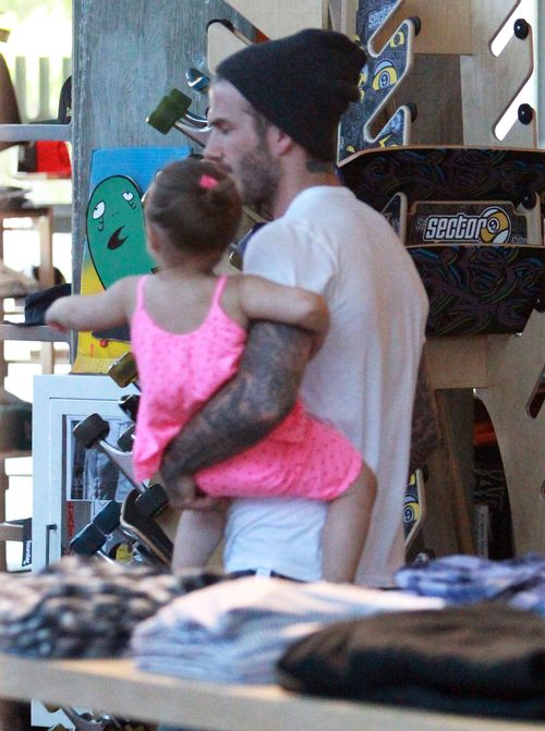 David Beckham na zakupach z dziećmi (FOTO)