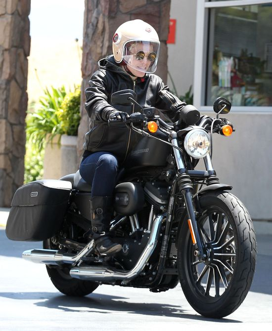 Poznajecie tę ostrą laskę na motocyklu? (FOTO)