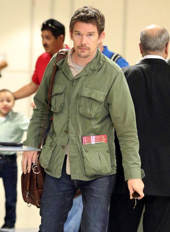 Który aktor w podróży czyta Powrót syna marnotrawnego? (FOTO