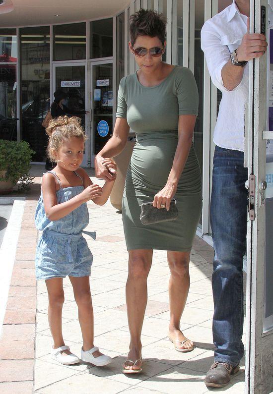 Halle Berry urodzi c�rk� czy syna?