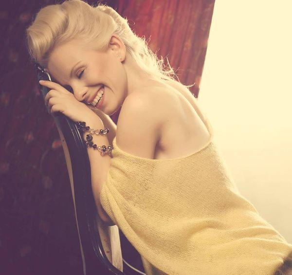 Alicja Janosz prezentuje nowy singiel - Sisterhood (AUDIO)