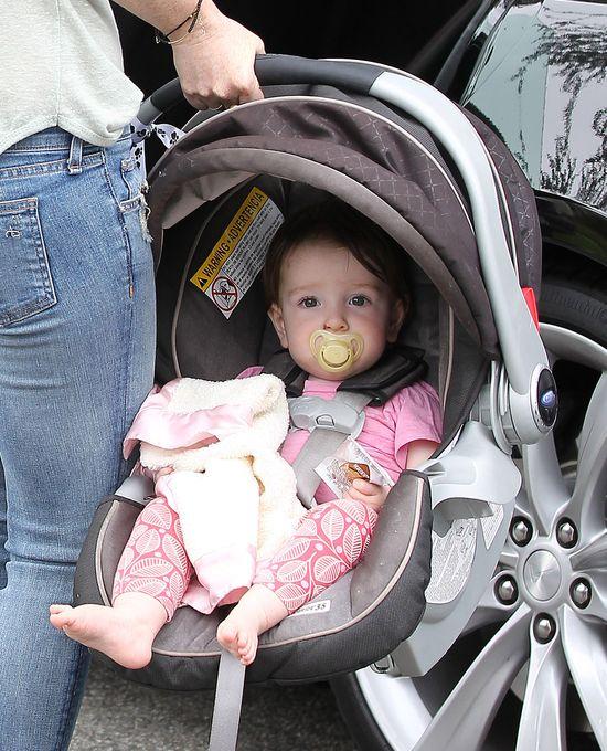 Alyson Hannigan pokaza�a ma�� c�reczk� (FOTO)
