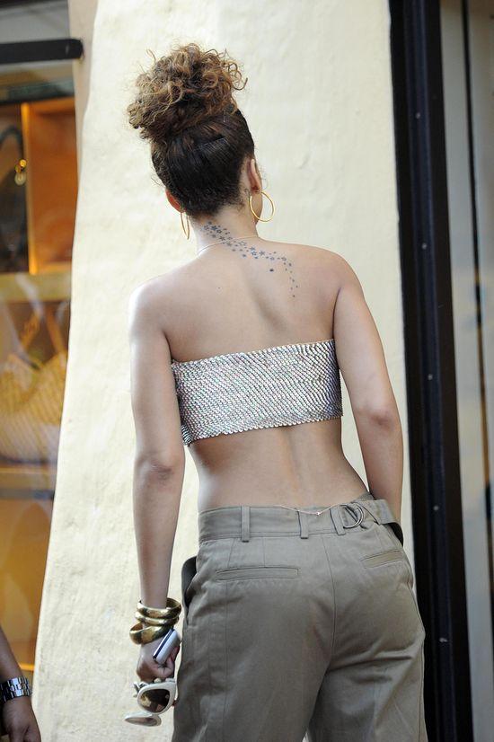 Rihanna, 2011