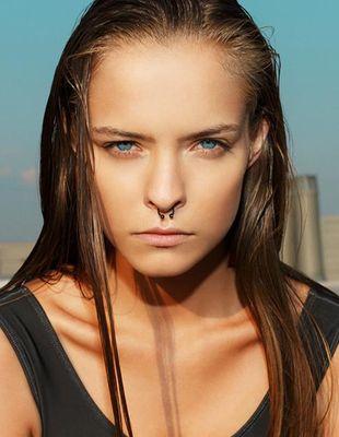 Zuza Kołodziejczyk pozuje topless w nowej kampanii (FOTO)