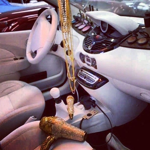 Tak wygląda wnętrze samochodu polskiej gwiazdy (FOTO)