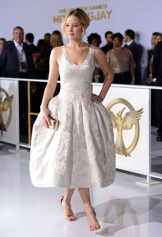 Jennifer Lawrence w białej kreacji Diora na premierze Igrzysk Śmierci