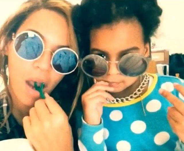 Beyonce z córeczką Blue Ivy w okularach przeciwsłonecznych.