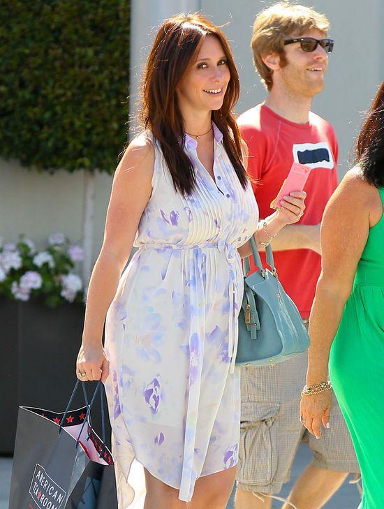 Jennifer Love Hewitt ciąża dodaje uroku (FOTO)