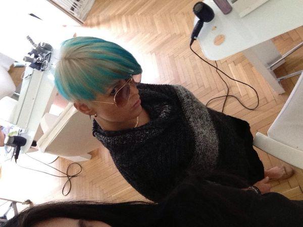 Mandaryna zrobiła sobie niebieskie pasemka (FOTO)