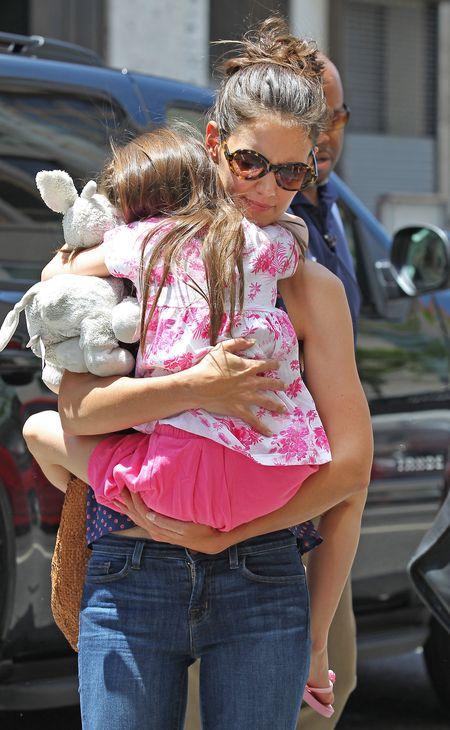 Katie Holmes z córeczką wraca z restauracji