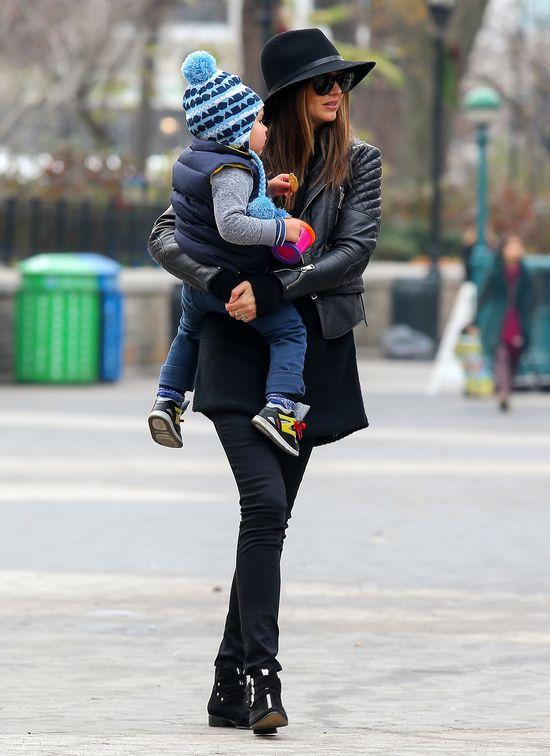 Miranda Kerr na ustawce z synkiem Flynnem