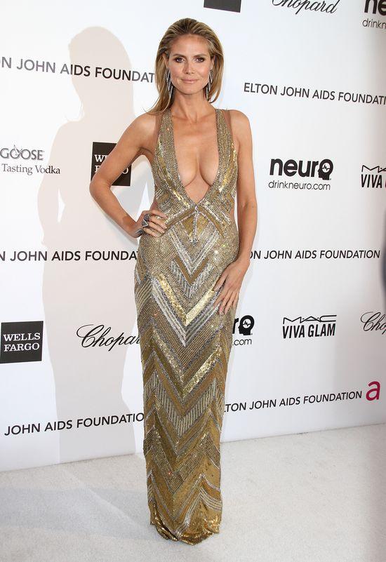 Heidi Klum na balu charytatywnym w złotej kreacji