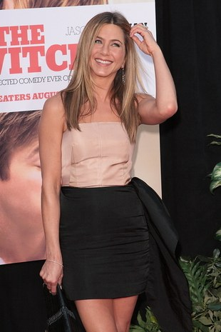 Jennifer Aniston w seksownej mini (FOTO)