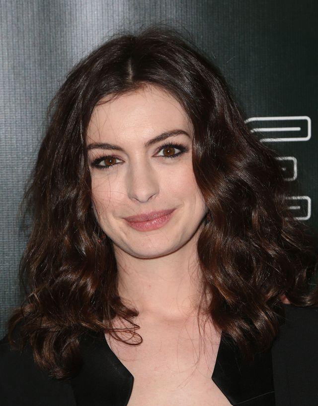 """Z tego, co plotki mówią o Anne Hathaway (34 l.), wysnuć można jeden wniosek - aktora nie należy do najsympatyczniejszych. Potrafi zmieszać szefa kuchni z błotem, a internauci nadali jej pseudonim """"Hathahater""""."""