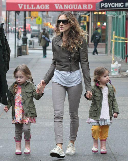 Mała Tabitha i Marion idą grzecznie ze sławną mamą (FOTO)