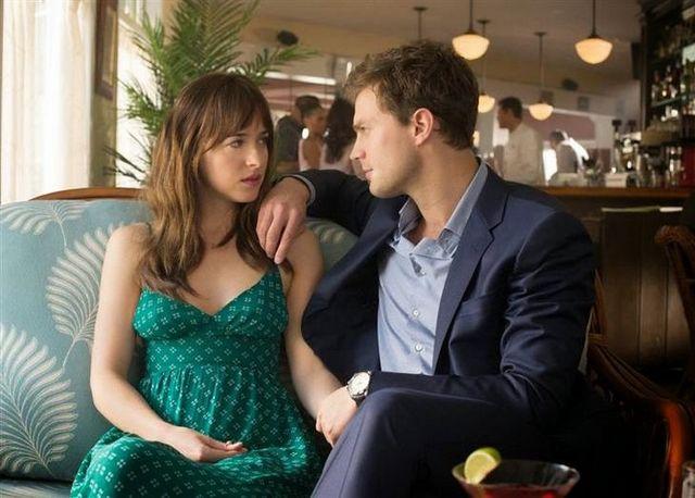 """Jamie Dornan i Dakota Johnson w filmie """"50 twarzy Greya"""""""