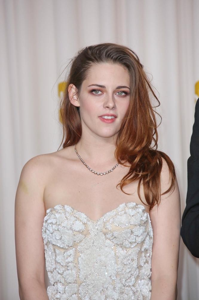 Kristen Stewart nie ma dużego biustu. Jej rozmiar to 75 A.