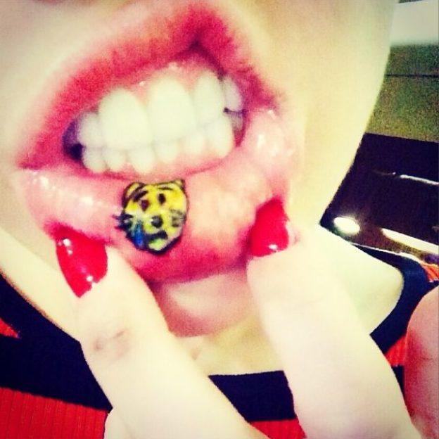 Miley Cyrus Zrobiła Sobie Tatuaż Na Wardze Foto Kozaczek