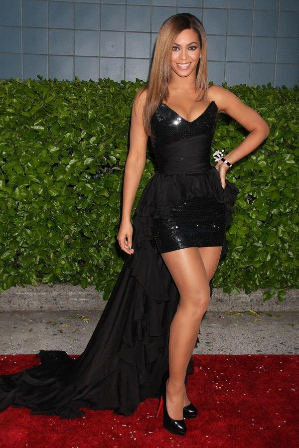 Beyonce 2009 w czarnej b�yszcz�cej sukni